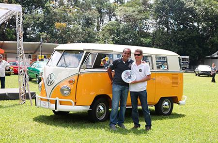 Kombi Luxo 6 portas 1974 - Marcelo Henrique Gama das Chagas – premiado na categoria Geração Disco (veículos entre 1974 e 1982)