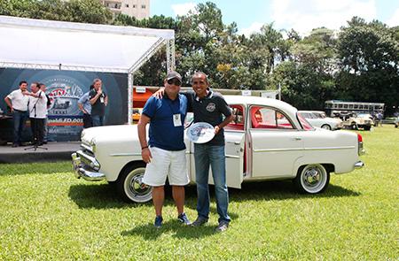 Aero Willys 1962 – Claudio Adolfo – premiado na categoria Tropicalismo, veículos entre 1961 e 1966